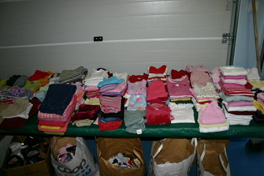 Flickkläderna till salu