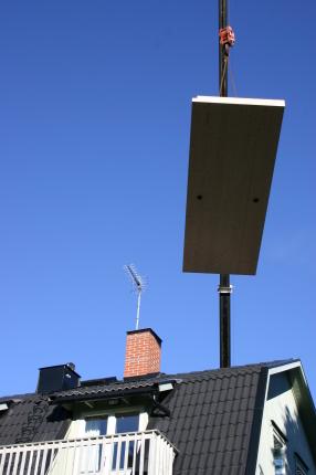 Första delen på väg över taket