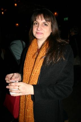 Sonja njuter den goda Häagen Dass-glassen