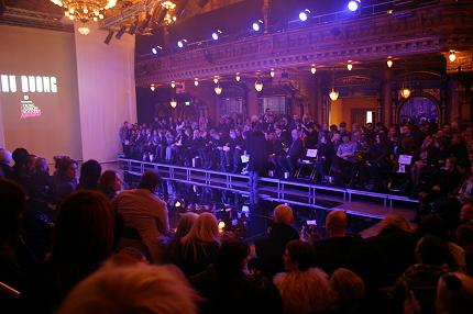 Mer VIP-folk på första raden